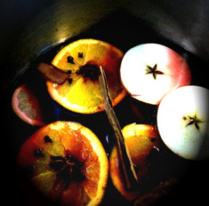 Mulled wine with fruit and spices